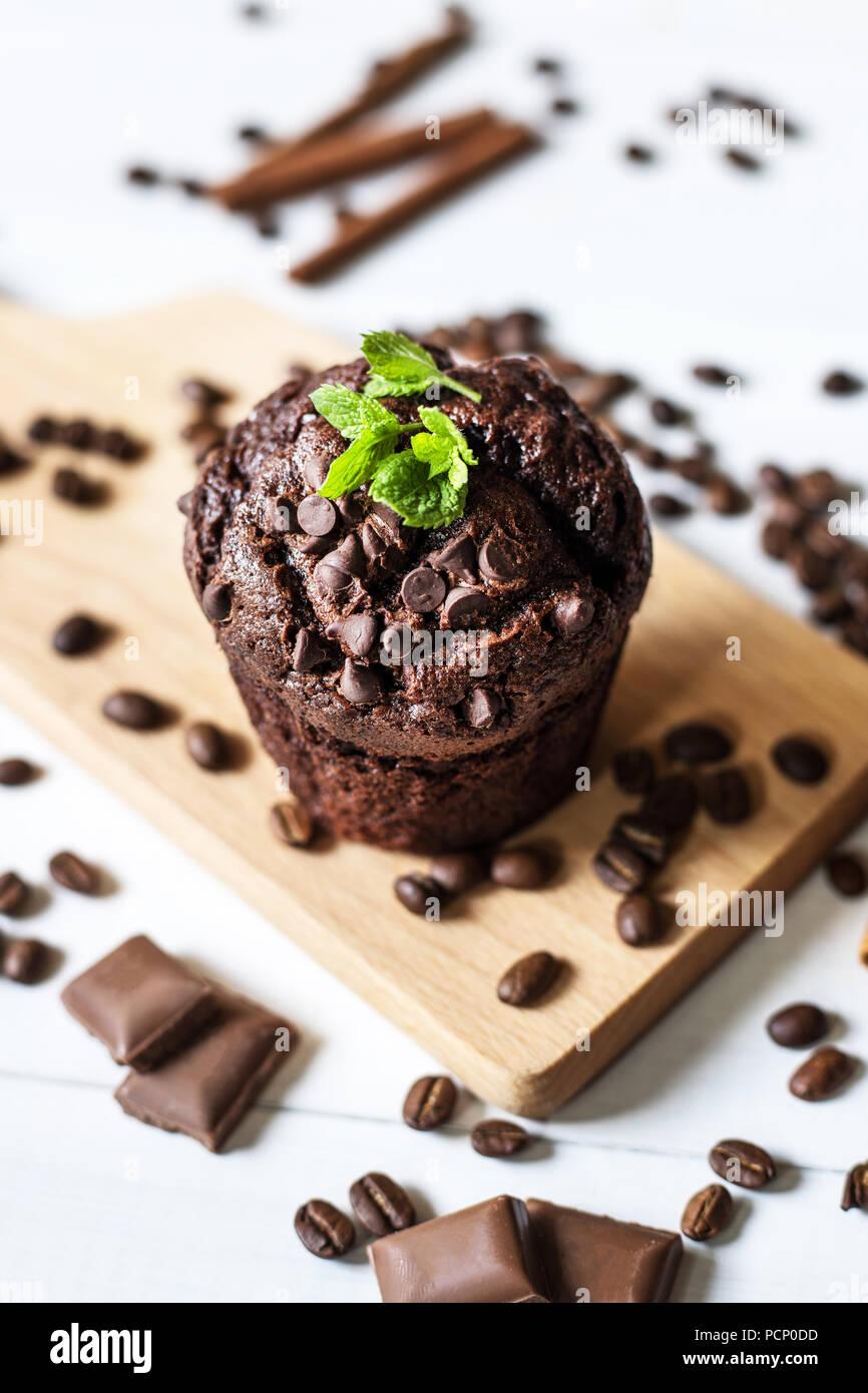 In casa muffin al cioccolato Immagini Stock