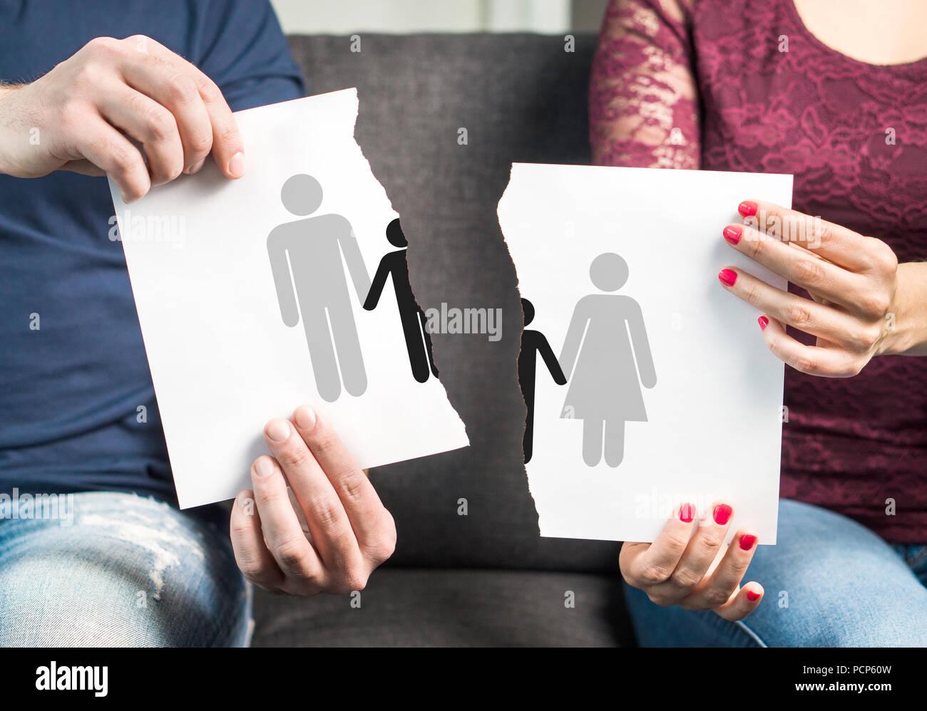 Rompere, il divorzio, la custodia congiunta dei figli e della famiglia di rottura al di là del concetto. Bad parenting. Lotta legale sui ragazzi. Immagini Stock