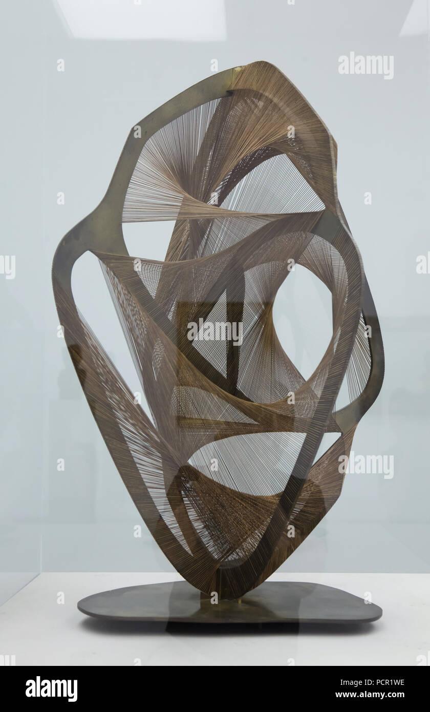 Costruzione lineare nello spazio, n. 4 (1958-1959) da Russo avant-garde scultore Naum Gabo sul display nella Kunsthalle di Mannheim in Mannheim, Baden-Württemberg, Germania. Immagini Stock