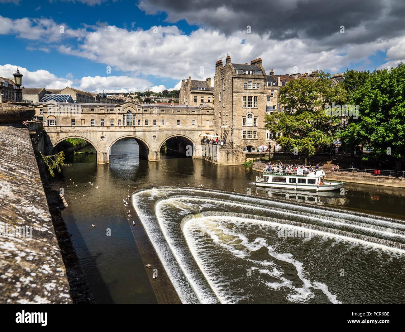 Vasca da bagno turismo pulteney bridge nel centro storico di bagno