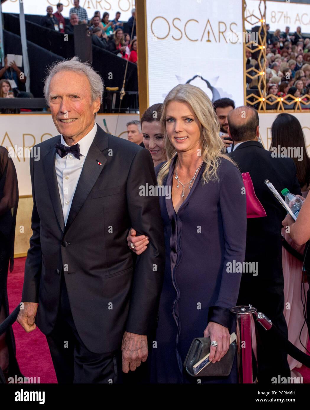 HOLLYWOOD, CA - febbraio 22: Clint Eastwood e Christina Sandera attendst la 87th annuale di Academy Awards di Hollywood & Highland Center il 22 febbraio 2015 in Hollywood, la California. Persone: Clint Eastwood e Christina Sandera Foto Stock