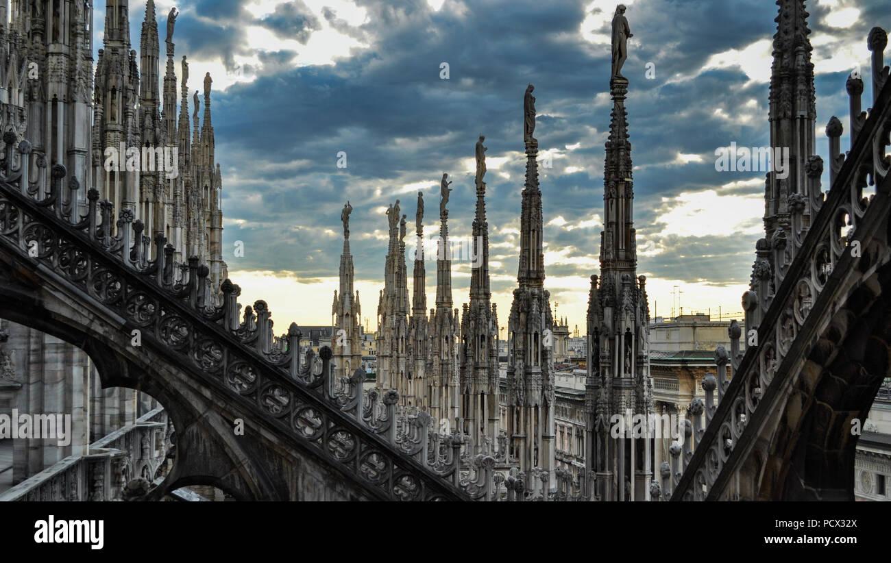 Terrazze Sul Tetto Di Milano Gotica Cattedrale O Duomo Di