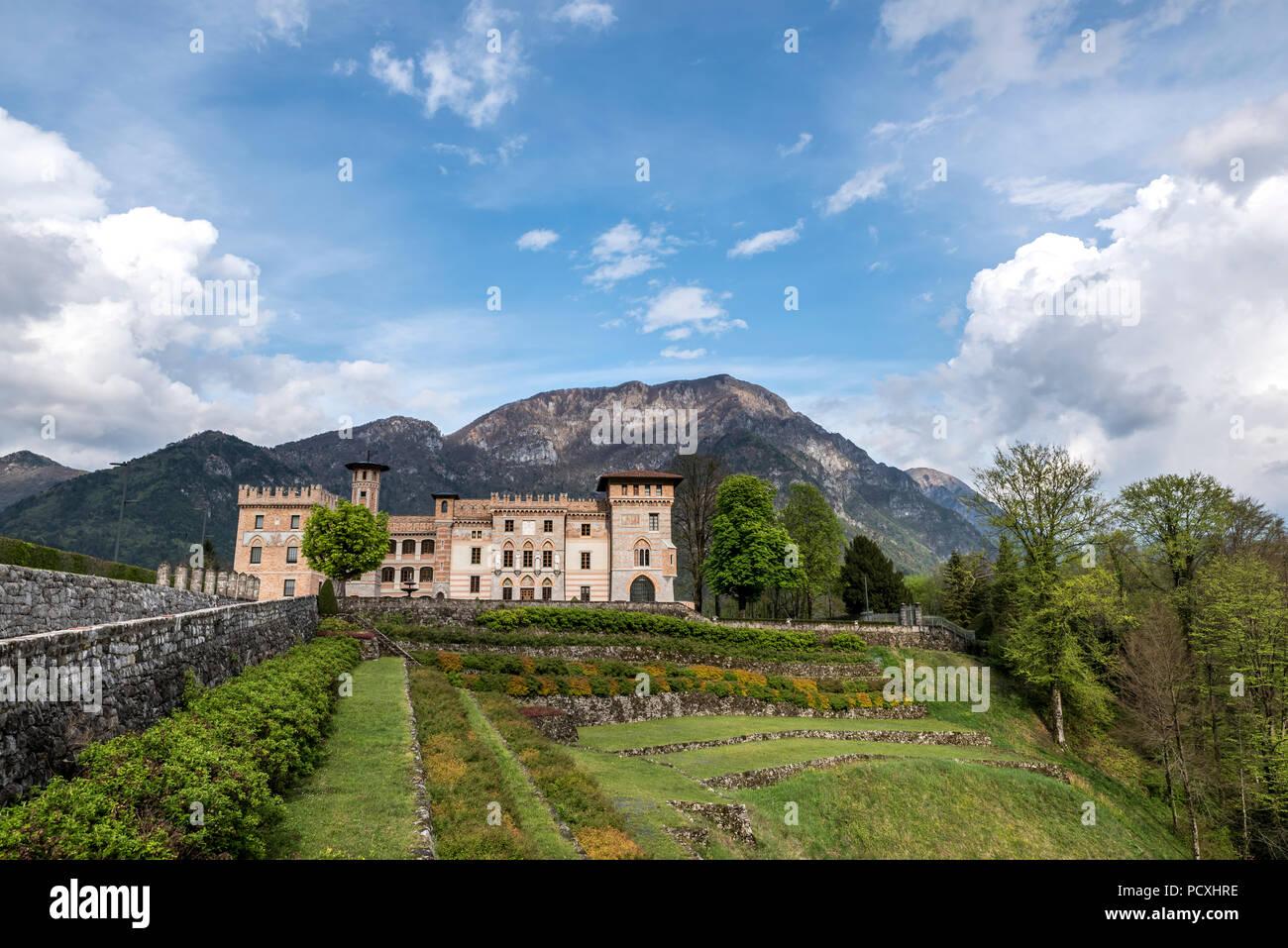 PIELUNGO, Italia, Aprile 29, 2014: Il Ceconi del Castello e Pielungo, Pordenone, Italia. Immagini Stock