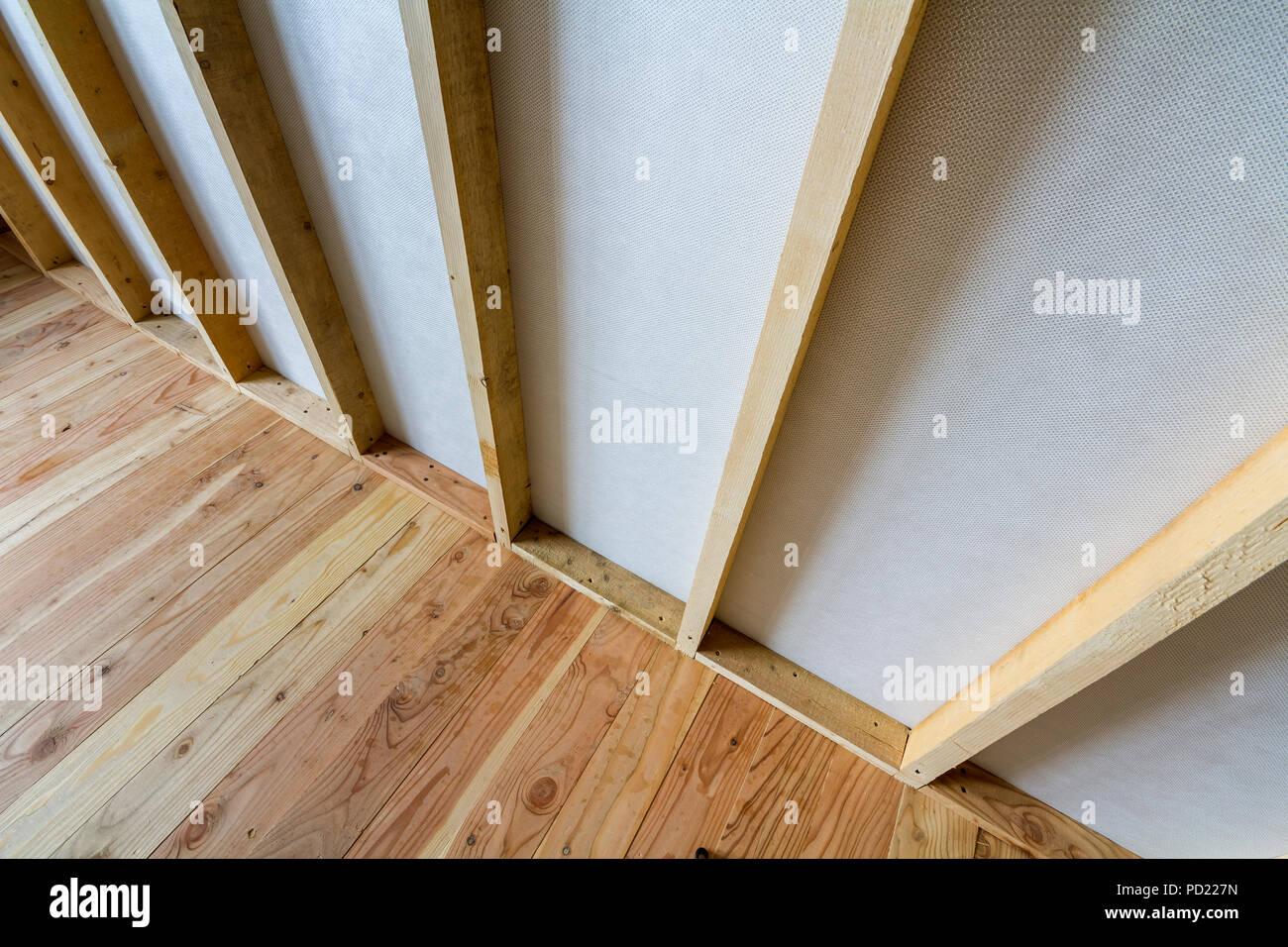 Parete Divisoria In Legno close-up dettaglio della stanza vuota sotto costruzione e