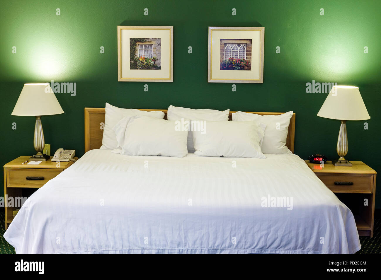 Queen size bed immagini queen size bed fotos stock alamy