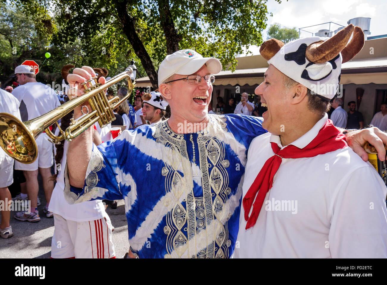 Miami Coconut Grove Florida re del puntone di Mango comunitario annuale  parata eventi satira parodia banner 27a3f5504451
