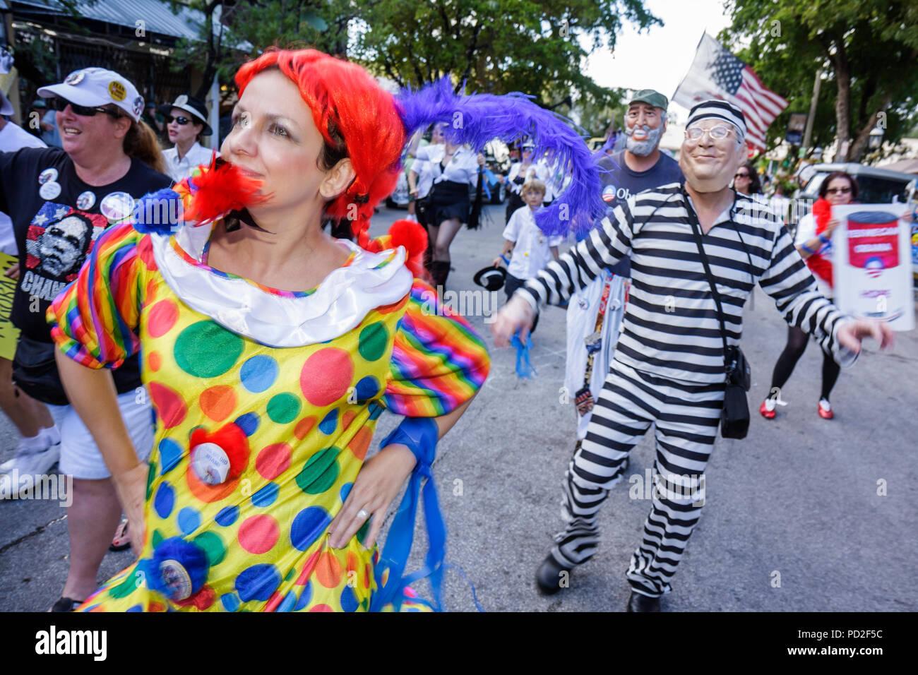 Miami Coconut Grove Florida re del puntone di Mango comunitario annuale  parata eventi satira parodia Nero 4ef754b2663a