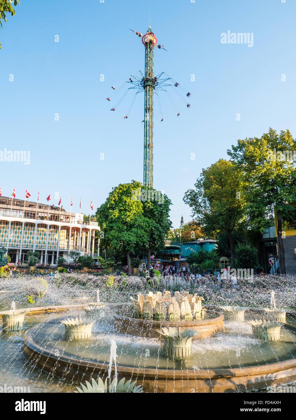La Star Flyer, i Giardini di Tivoli, Copenaghen, Zelanda, Danimarca, l'Europa. Immagini Stock