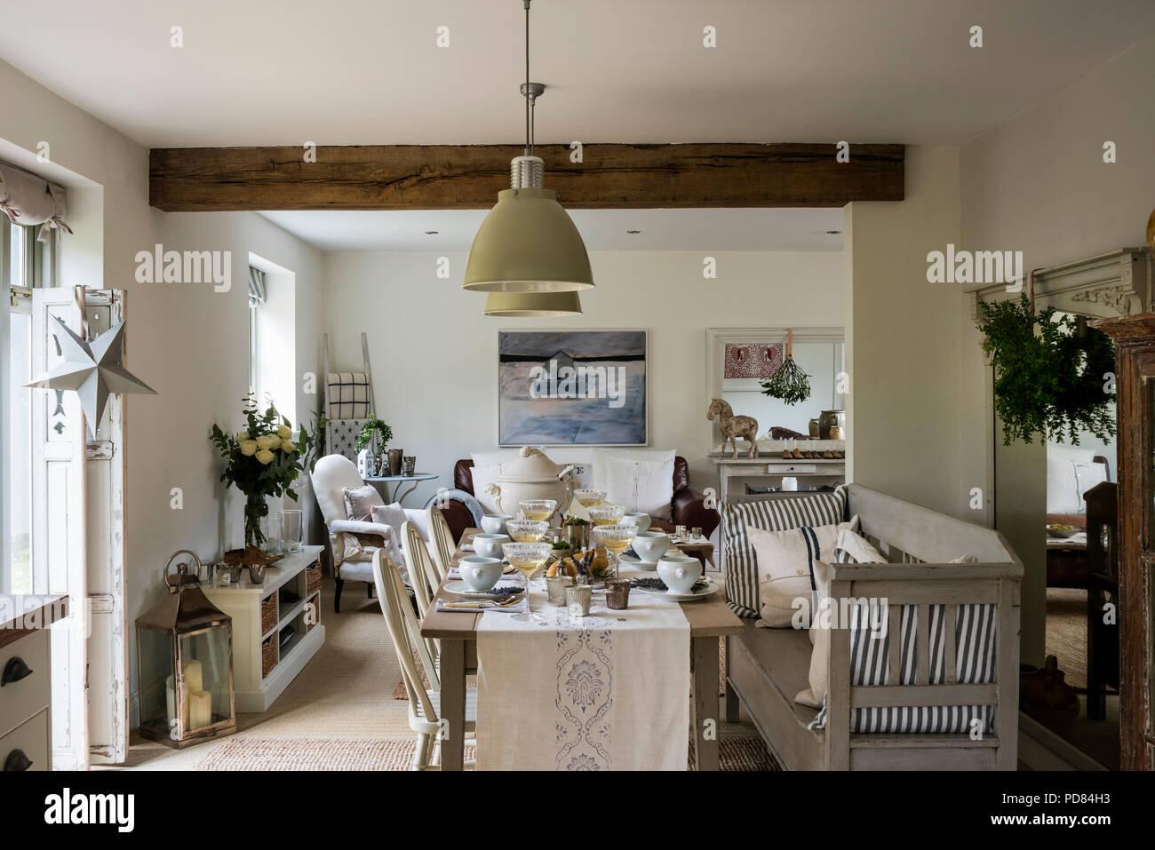 Tavoli Da Parete Cucina : Tavolo da pranzo in baita rustica cucina con soffitto con travi a