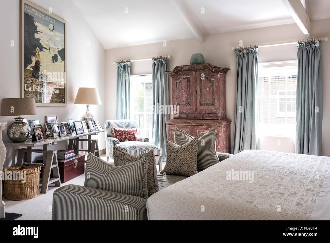 Camera Da Letto Rosa Antico : Rosa antico armadio in camera da letto con un grande film vintage