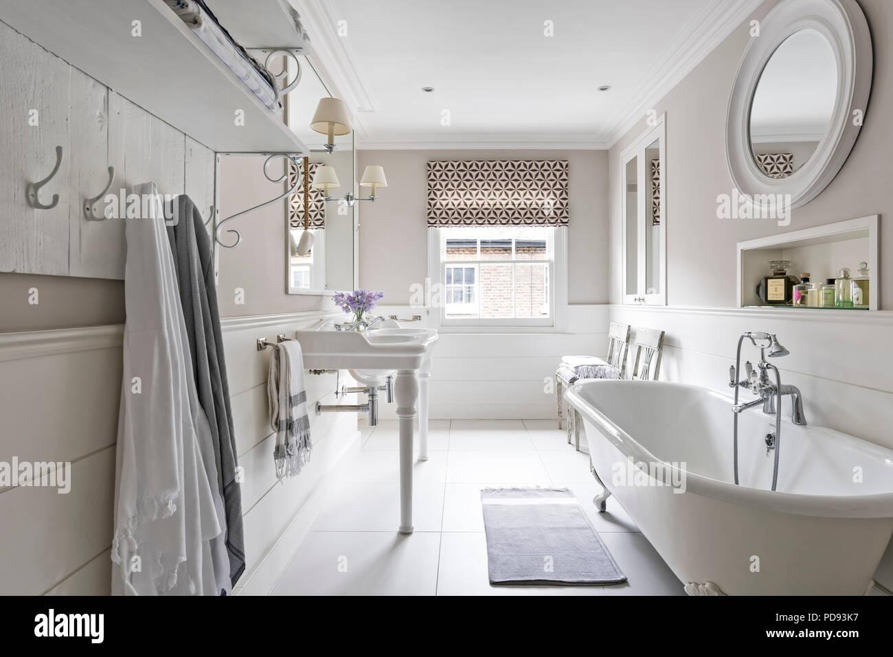 Vasca Da Bagno In Francese : In stile francese di bacini e un free standing vasca nel bagno