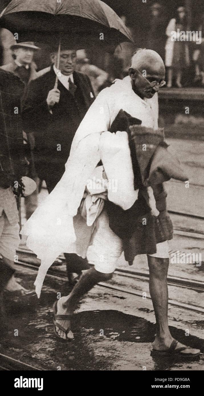 Mohandas Karamchand Gandhi, aka il Mahatma Gandhi,1869 - 1948. Attivista indiana, leader dell'Indiano movimento di indipendenza contro il dominio britannico. Visto qui a Londra in Inghilterra nel 1930. Da questi straordinari anni, pubblicato in 1938. Immagini Stock