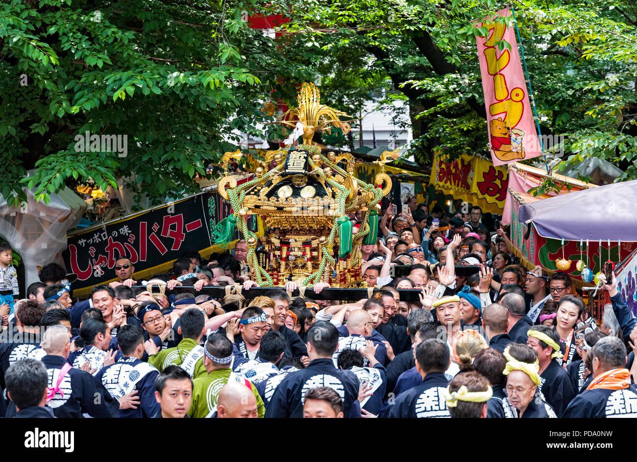 Giappone, isola di Honshu, Kanto, Tokyo, Hanazono Santuario Grand Festival. Immagini Stock