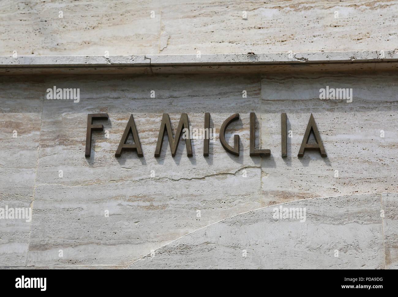 Testo Grande Rimasta In Famgilia Che Significa Famiglia In Lingua