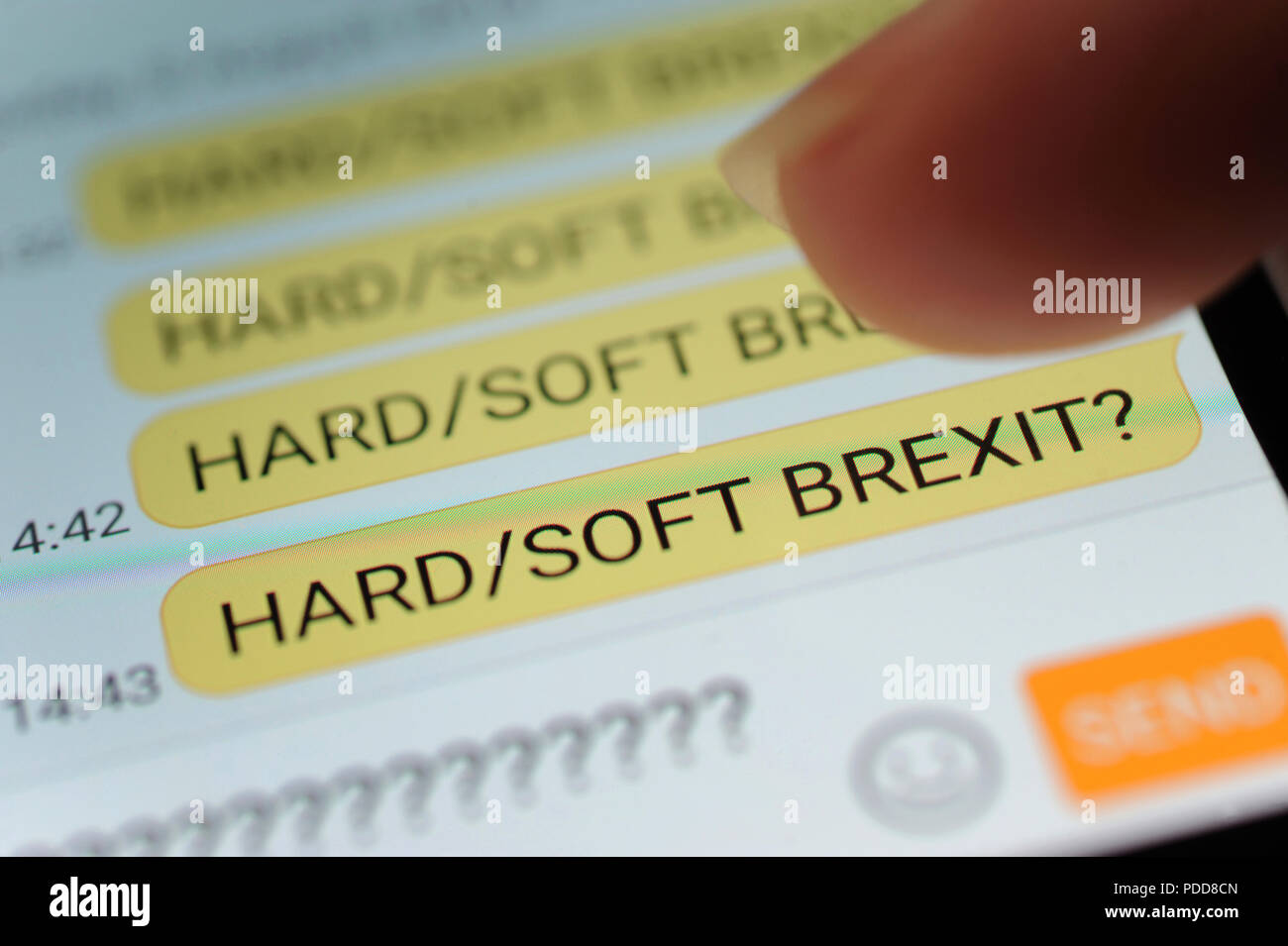 HARD SOFT BREXIT messaggio di testo sullo smartphone BREXIT nuovamente affrontare il commercio economia UK NESSUN ACCORDO NEGOZIATO Immagini Stock