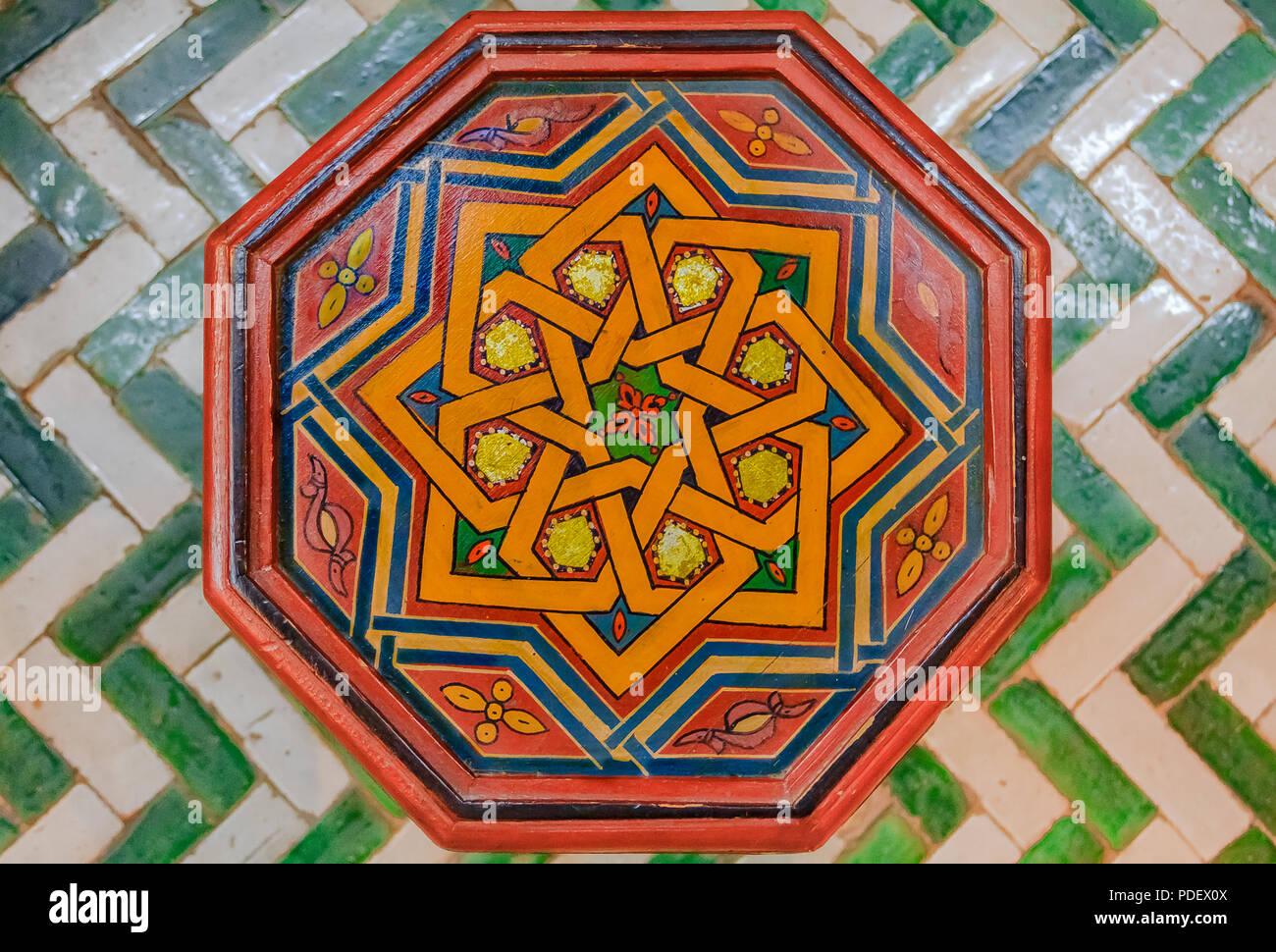 Architettura islamica vista di una piastrella disegnata con
