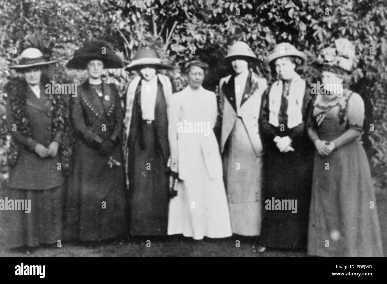 151 Helen Crawfurd, Janet Barrowman, Margaret McPhun, onorevole A.A. Wilson, Frances McPhun, Nancy A. John e Annie Swan Foto Stock