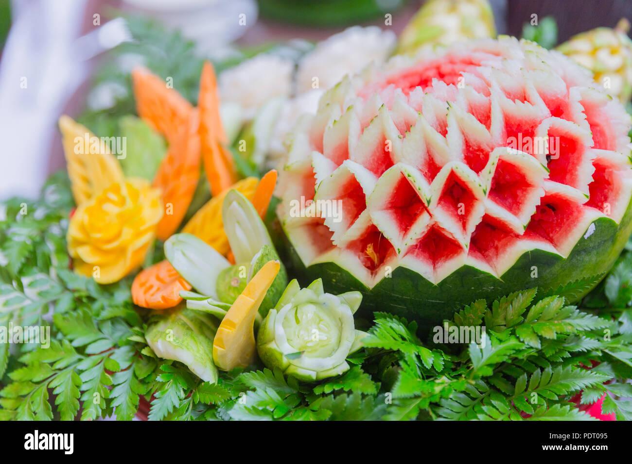 Cibo tailandese tradizionale arte artigianato incidere su frutta e ...