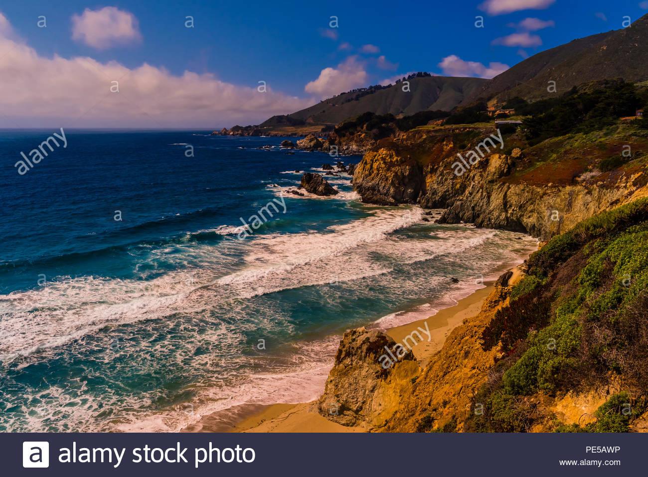 Big Sur costa tra Carmelo Highlands e Big Sur, Monterey County, California USA. Immagini Stock