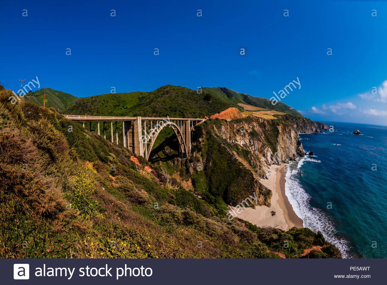 Il Bixby ponte lungo il Big Sur costa tra Carmelo Highlands e Big Sur, California USA. Immagini Stock