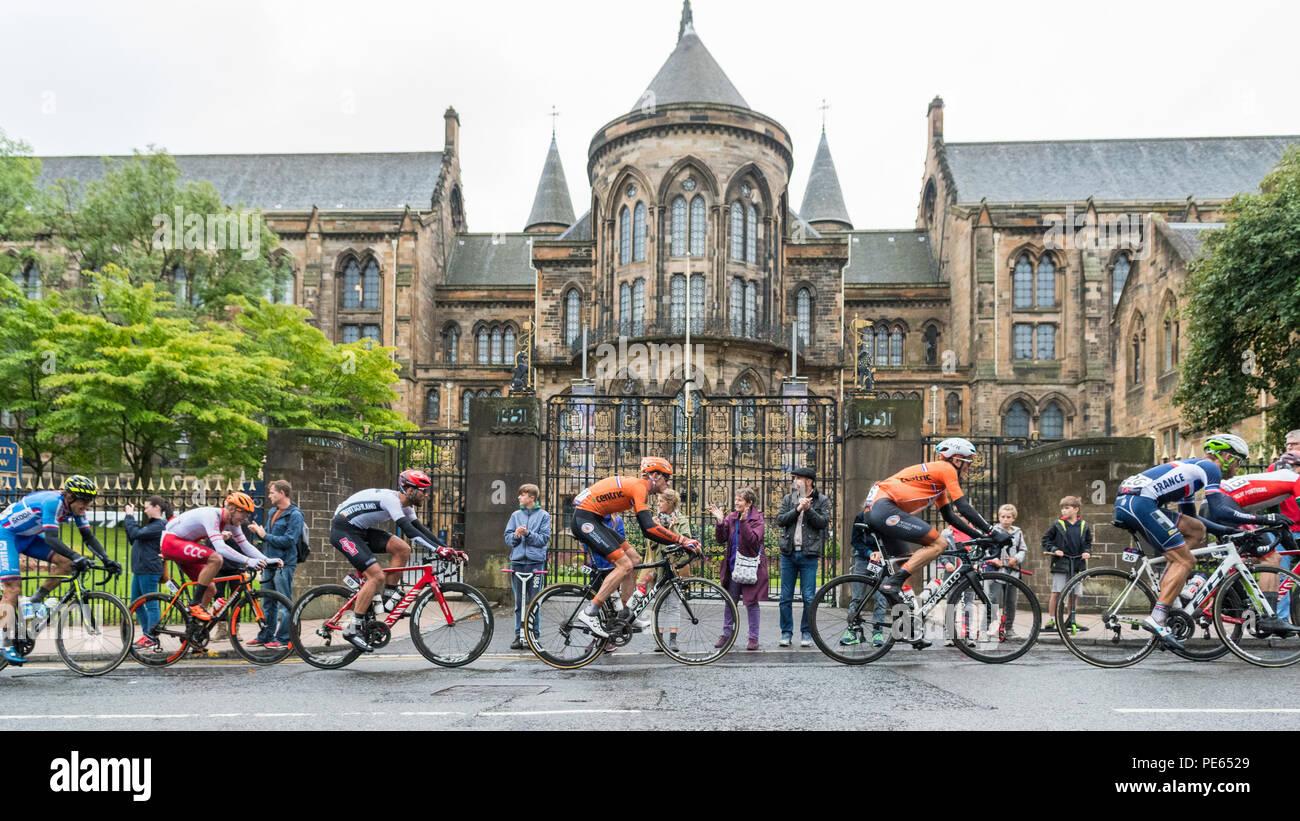 Glasgow, Scotland, Regno Unito - 12 August 2018: Campionati Europei 2018 - uomini della corsa su strada passando da Glasgow University Credit: Kay Roxby/Alamy Live News Foto Stock