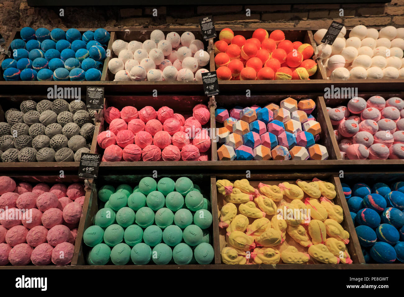 Bombe da bagno colorato in roome foto immagine stock