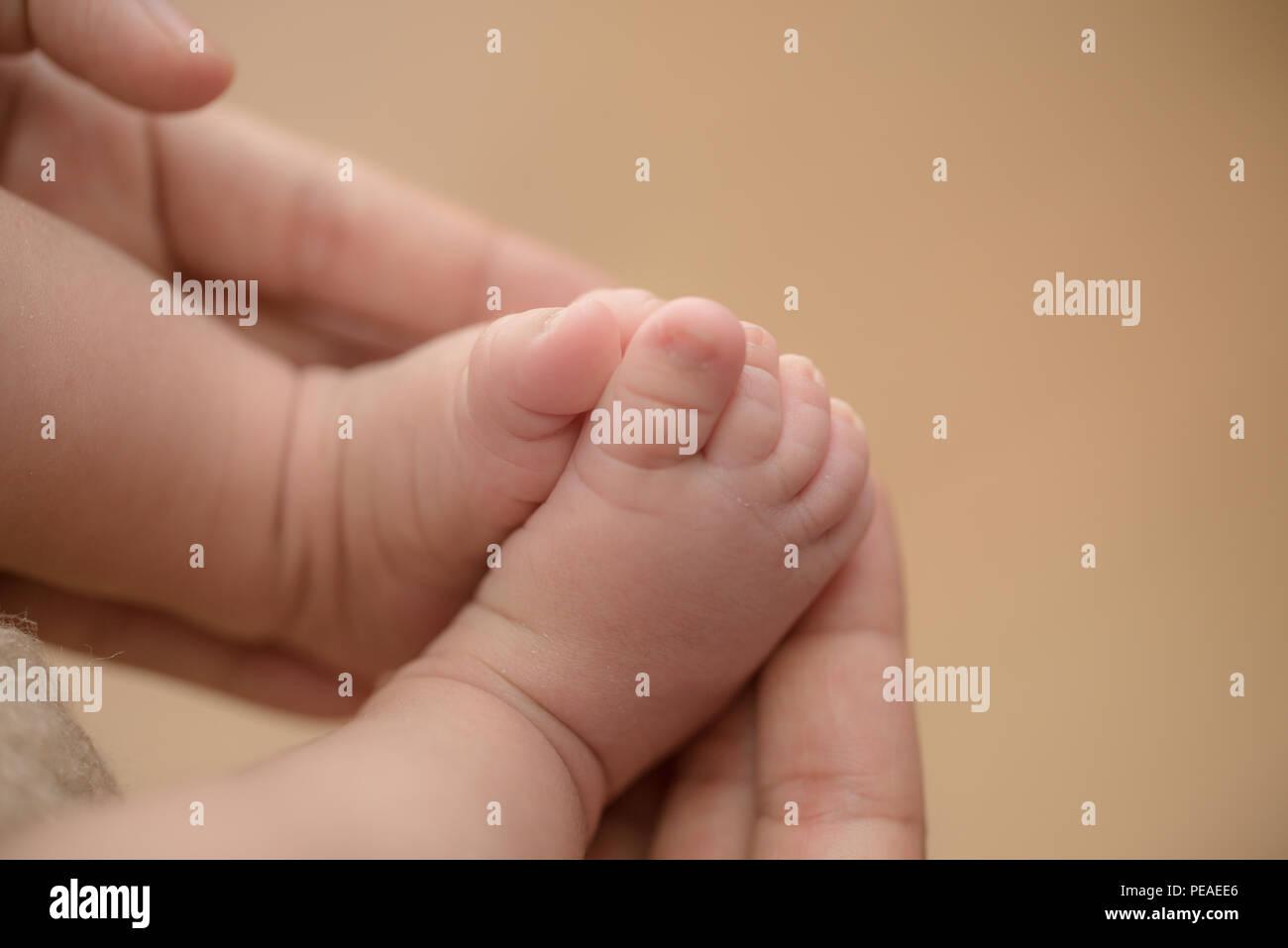Formicolio a mani e piedi, ecco perché succede: nei casi più gravi (e rari) si rischia la morte