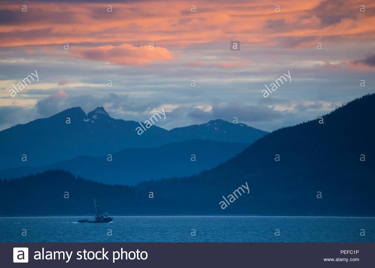 La pesca in barca al tramonto in Stephens passaggio. Foto Stock