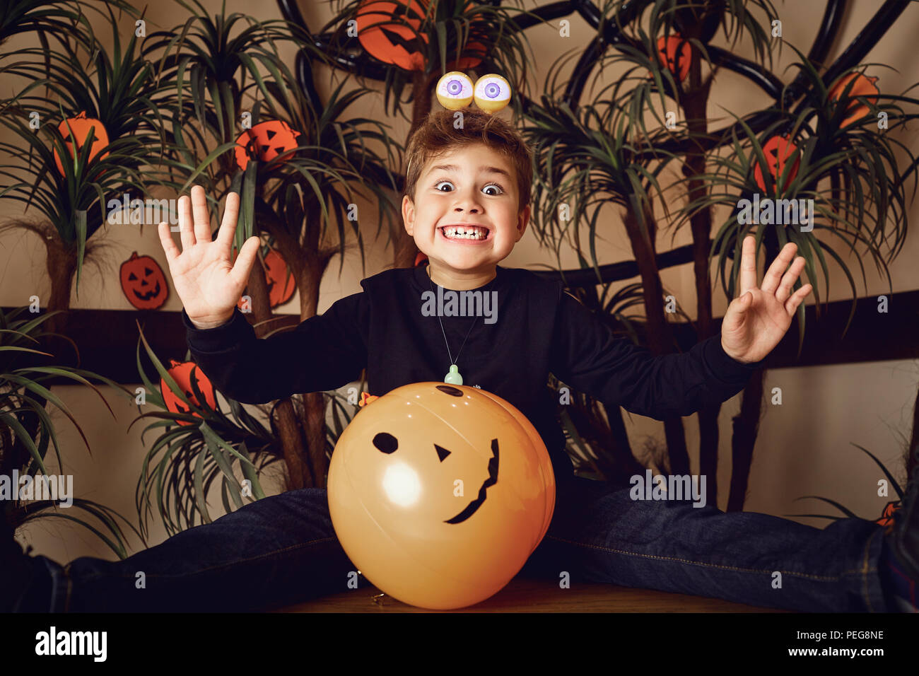 Ragazzo divertente in un costume di Halloween Immagini Stock