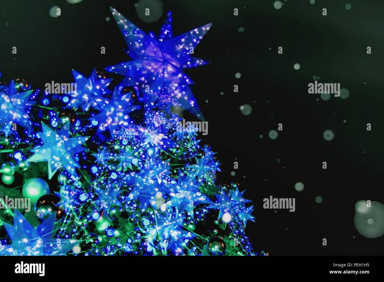 Stella Albero Di Natale Luminosa.Albero Di Natale Con Stella Di Natale I Fiocchi Di Neve Palline