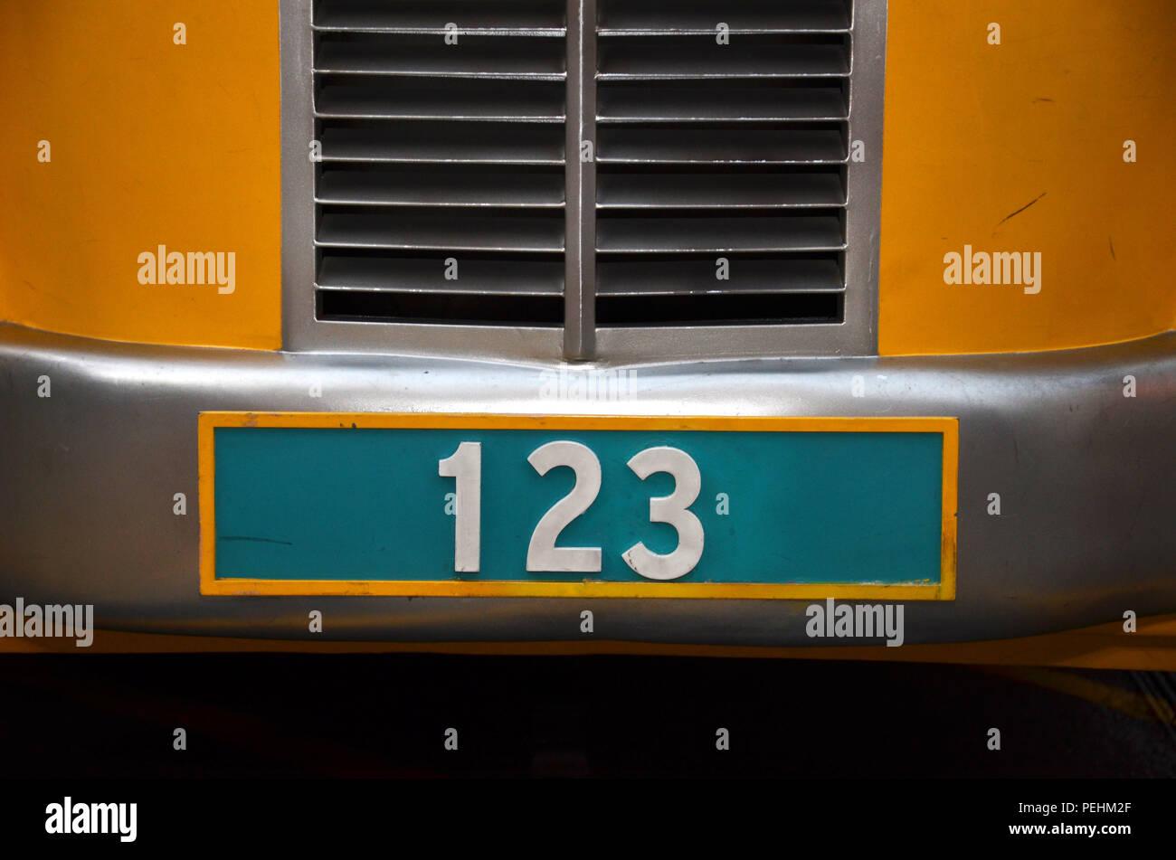 Numero Di Targa Con Il Numero 123 Su Sfondo Verde Foto Immagine