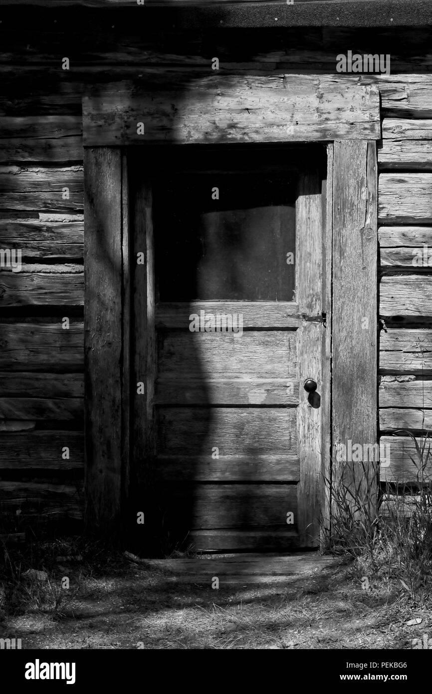 f33a4f82445 La porta di cabina e schierandosi: foto in bianco e nero, la luce solare