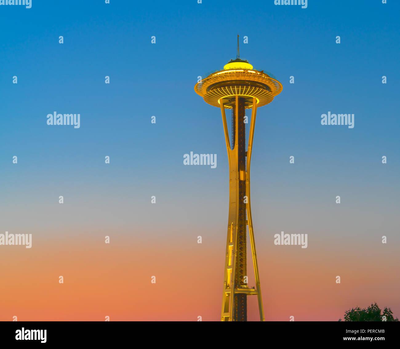 Seattle Space Needle (torre di osservazione) al tramonto a Seattle, Washington. Immagini Stock