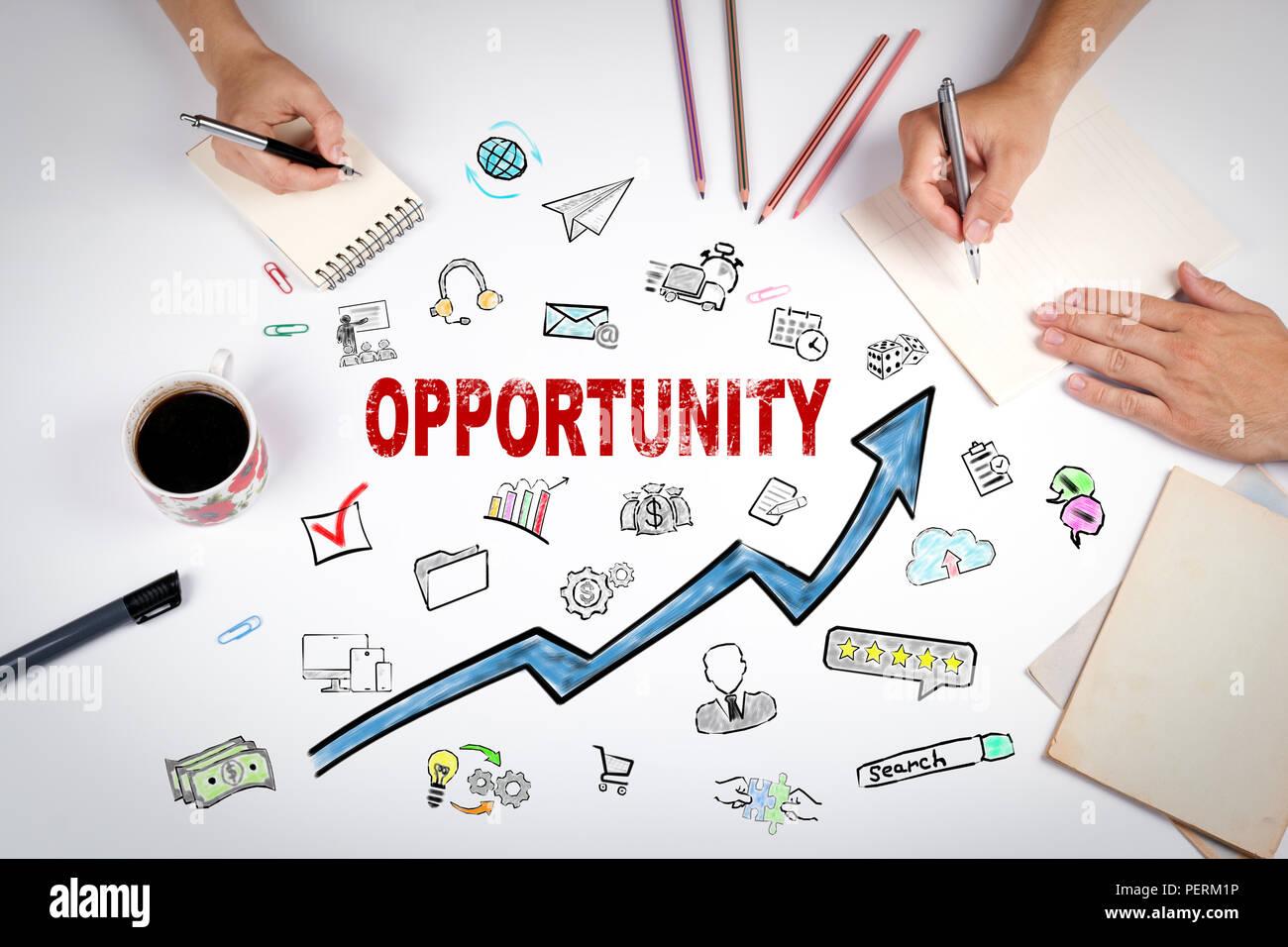 Concetto di opportunità. La riunione presso l ufficio bianco tabella Immagini Stock