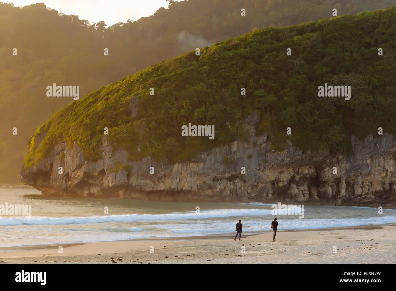 La spiaggia e le montagne, Banda Aceh e Sumatra, Indonesia Immagini Stock