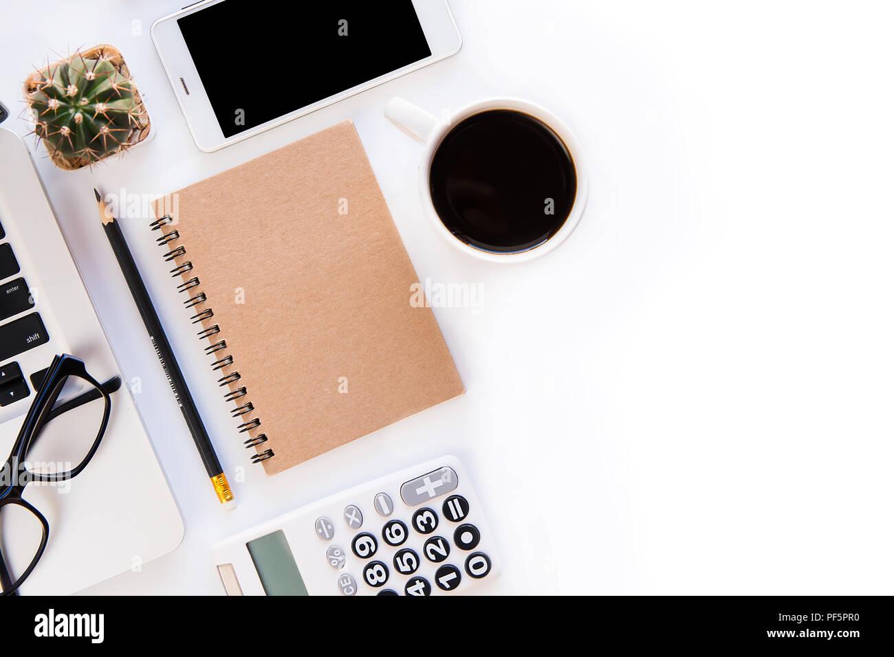 Ufficio Del Lavoro In Nero : Ufficio bianco scrittoio di area di lavoro di office con un laptop