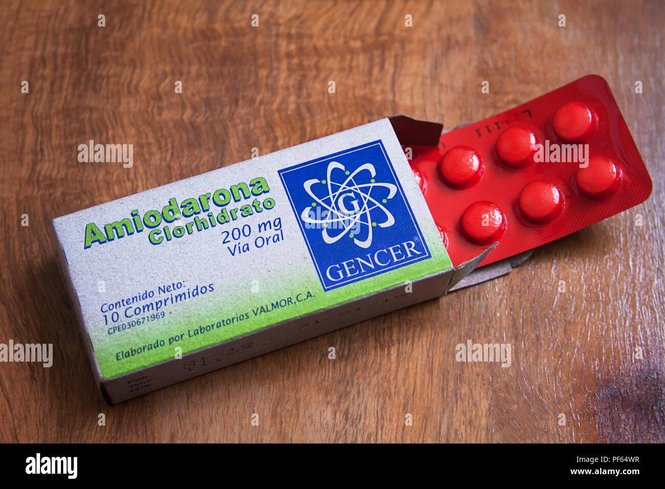 Amiodarone è un farmaco antiaritmico usato per trattare e prevenire un  certo numero di tipi di battiti cardiaci irregolari.[1] Questo include la  tachicardia ventricolare (VT), la fibrillazione ventricolare e la  TACHICARDIA A