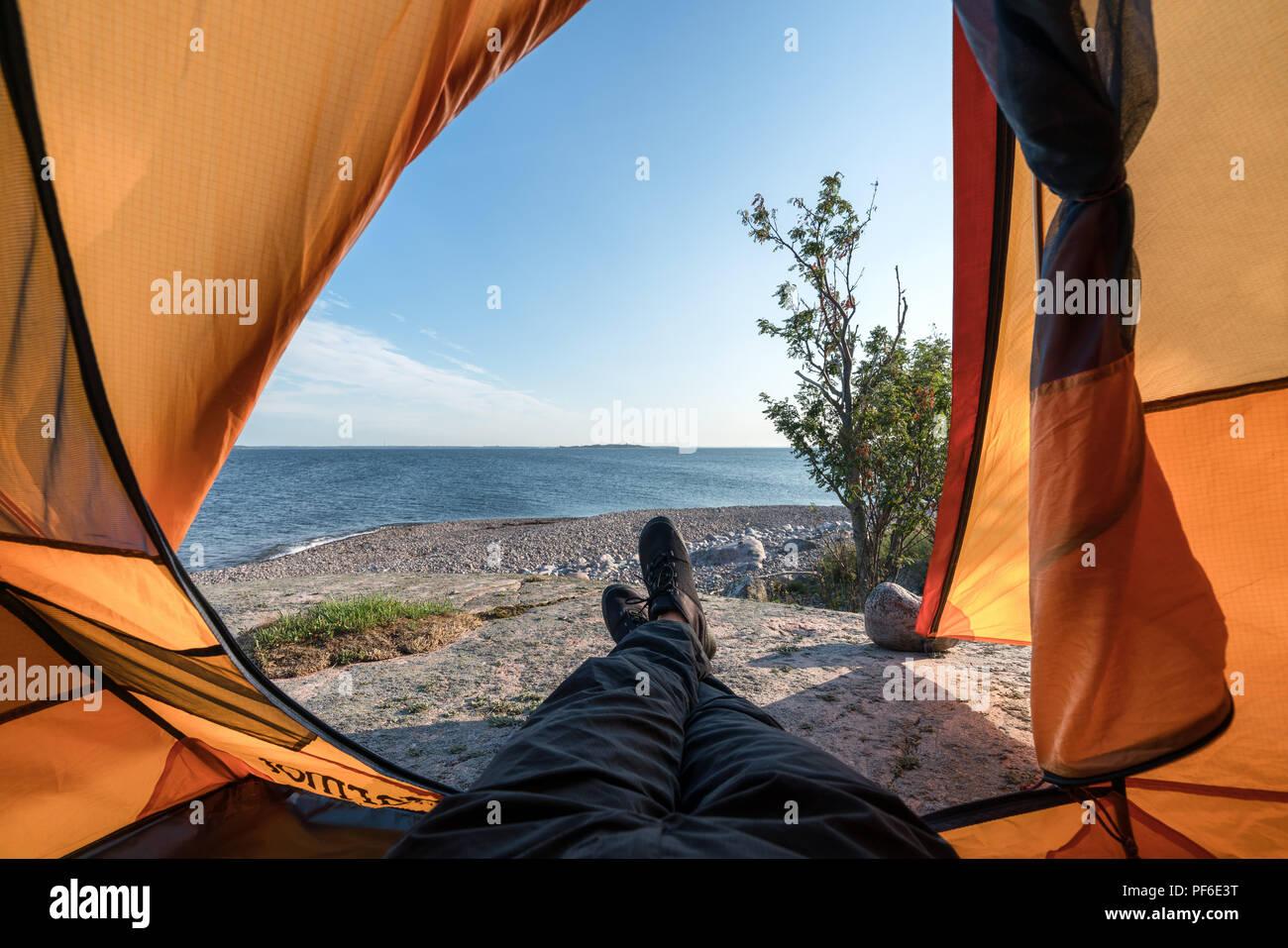 Rilassarsi e godersi la vista a Örskär isola, Kirkkonummi, Finlandia, Europa, UE Immagini Stock