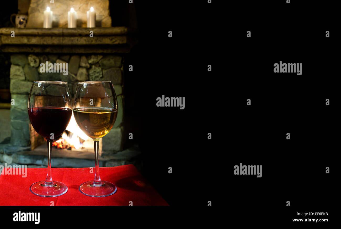 Interni Accoglienti Di Una Sera Di Natale Due Bicchieri Di Rosso