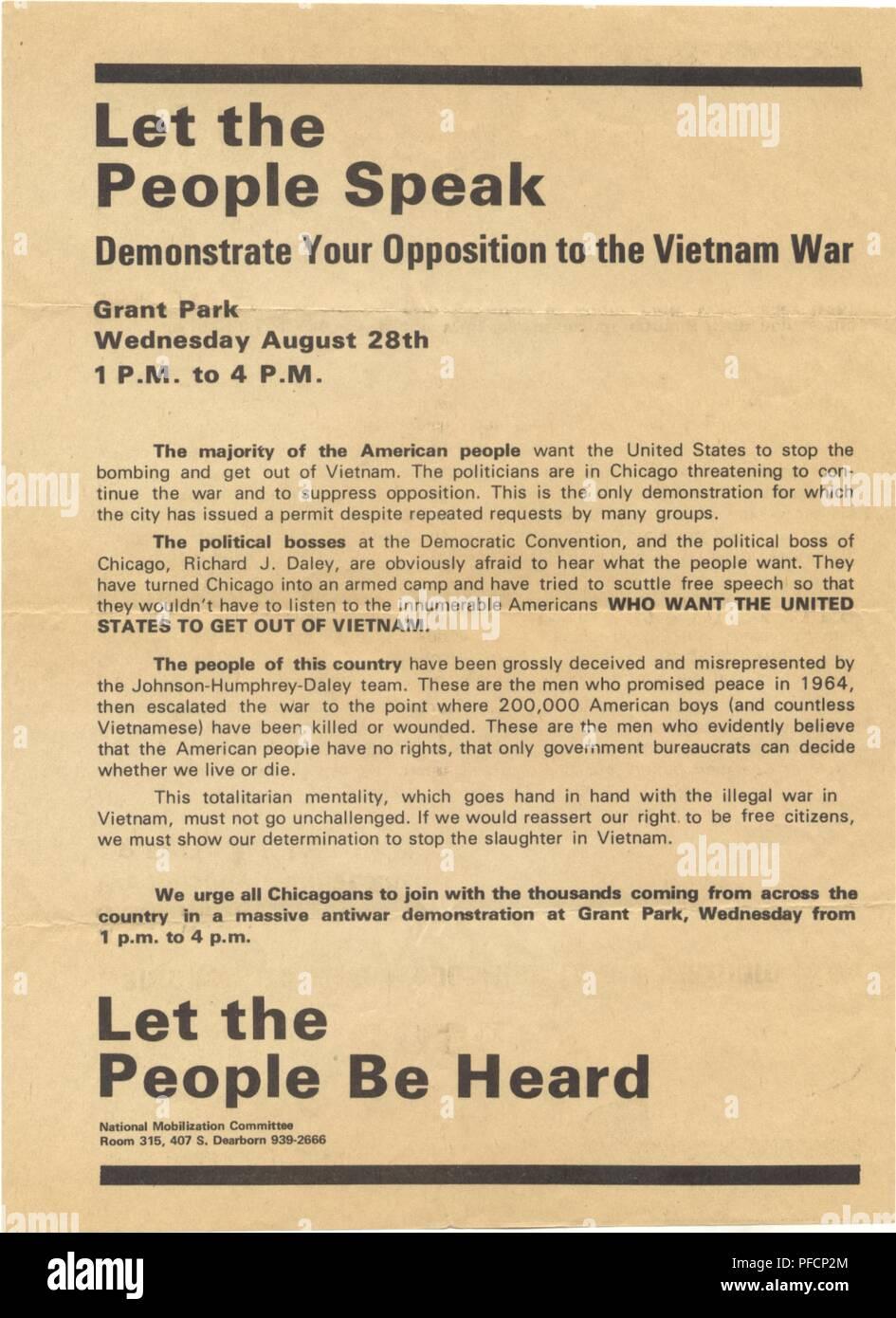 Un flyer invitando i manifestanti per la famigerata dimostrazione presso il 1968 Convenzione Nazionale Democratica a Chicago, Illinois, che ha portato alla violenza tra dimostranti e polizia, 1968. () Immagini Stock