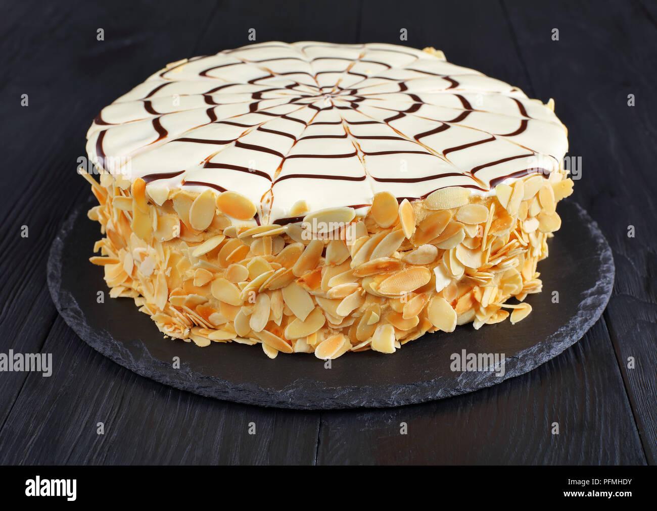 Tavolo Torta Bianco E Nero.Tutto Il Classico Esterhazy Torte E Decorato Con Cioccolato