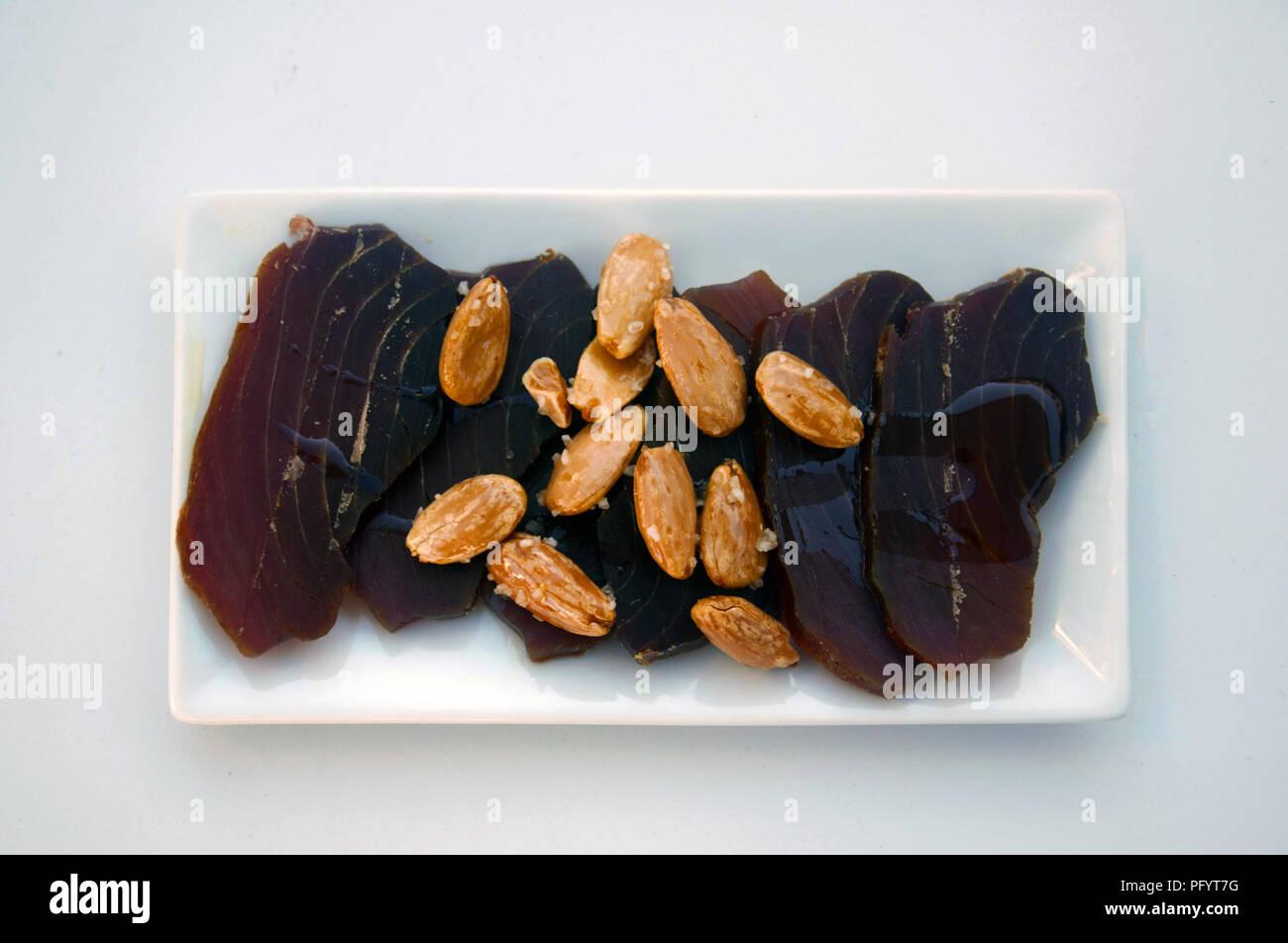 Marrone indurito di tonno, mandorle e olio d'oliva, Spagna Foto Stock