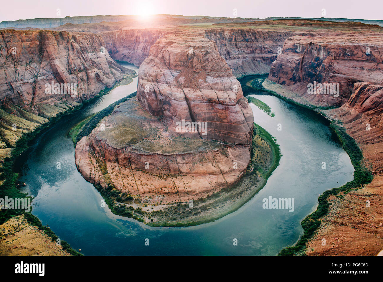 SA, Arizona, pagina, il Fiume Colorado, Glen Canyon National Recreation Area, piegare a ferro di cavallo al tramonto Immagini Stock