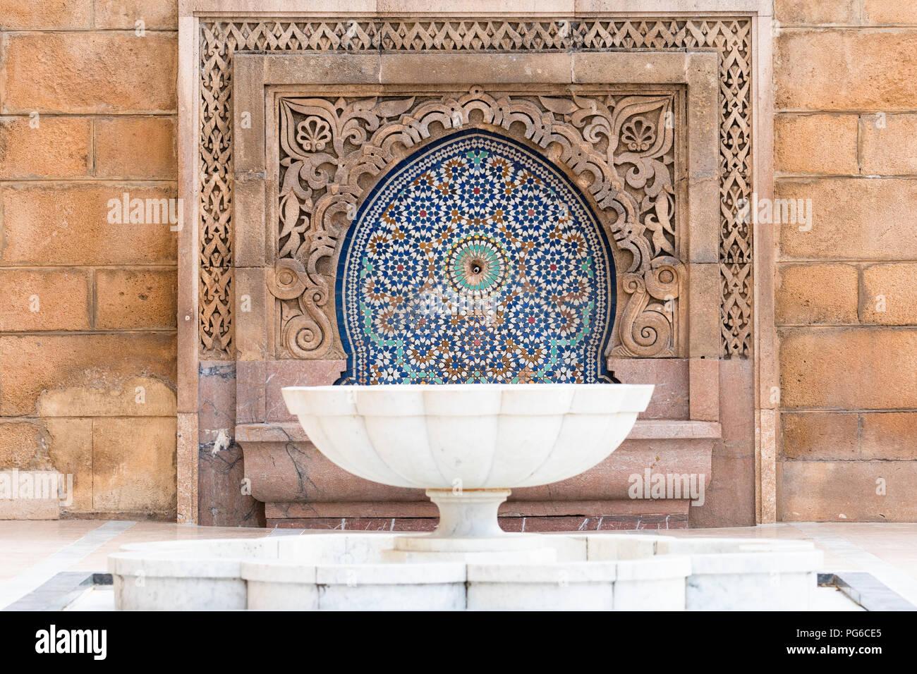 Bianco fontana in marmo e piastrelle con zellige pietra intagliata