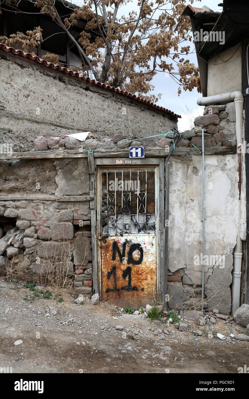 Porta in Ankara, Turchia, con il numero 11 scritto su di esso Foto Stock