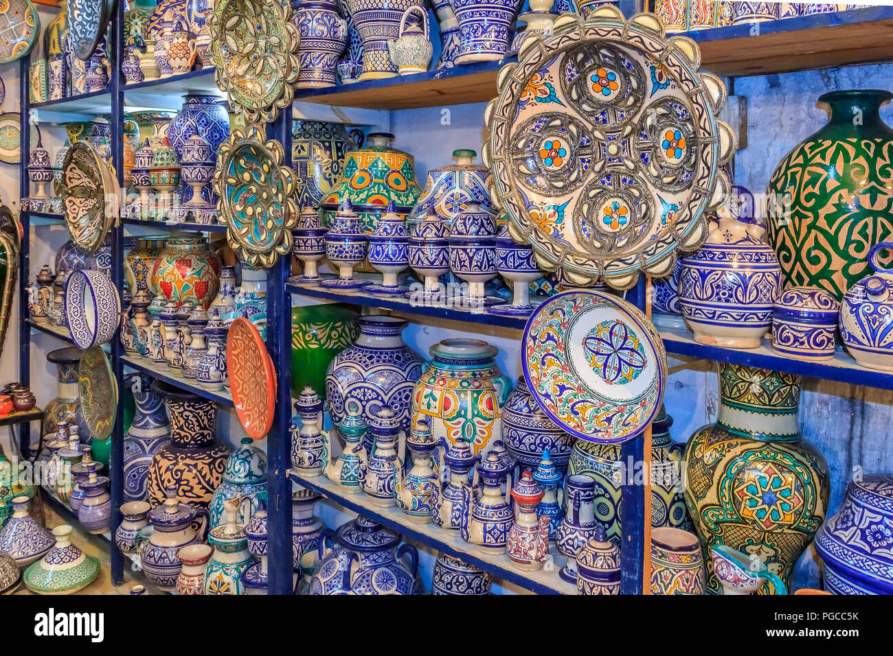 Fes marocco 11 maggio 2013: marocchina ceramica artigianato sul