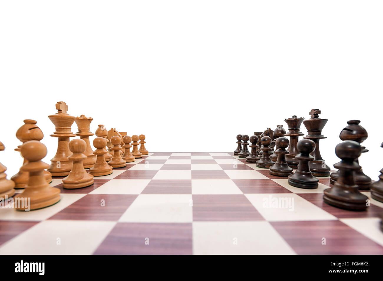Legno di bosso scacchiera su sfondo bianco ampia angolazione Immagini Stock