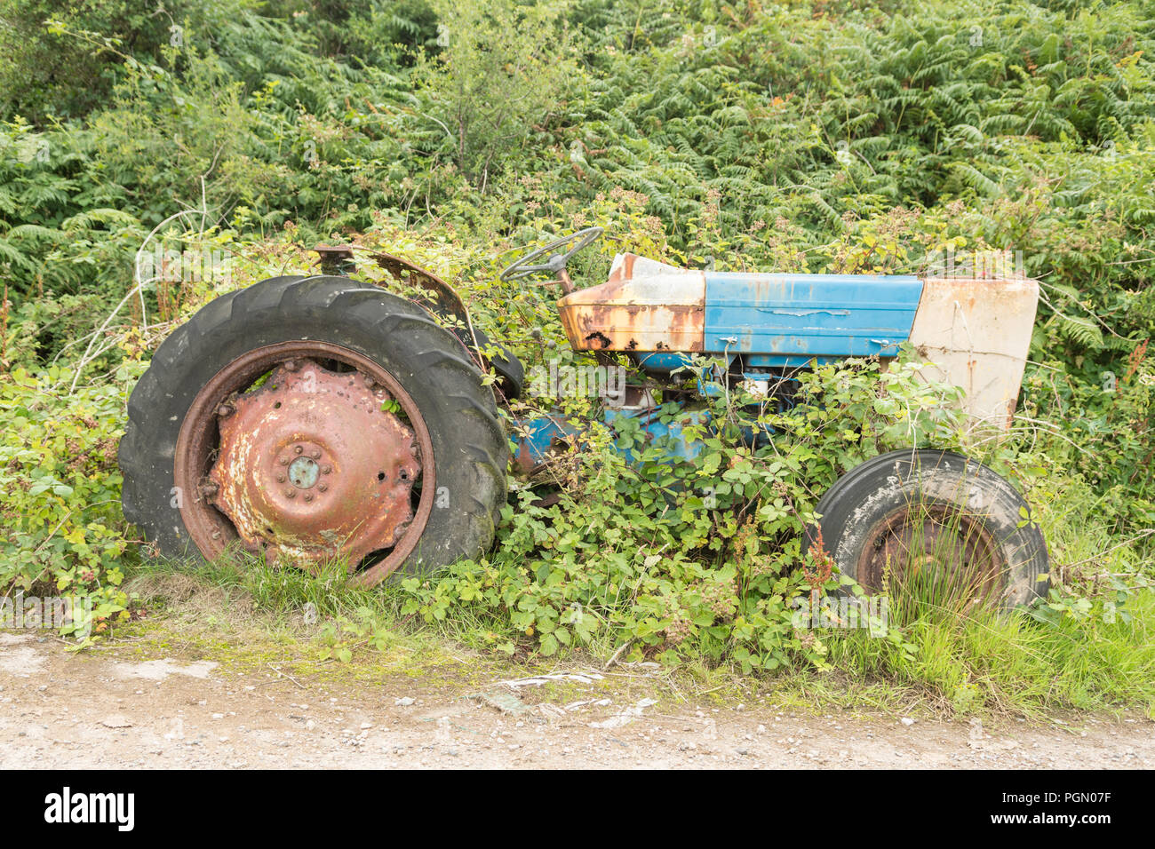 Azienda abbandonata macchinari trattore su Island - Isola di Gigha, Scotland, Regno Unito Immagini Stock