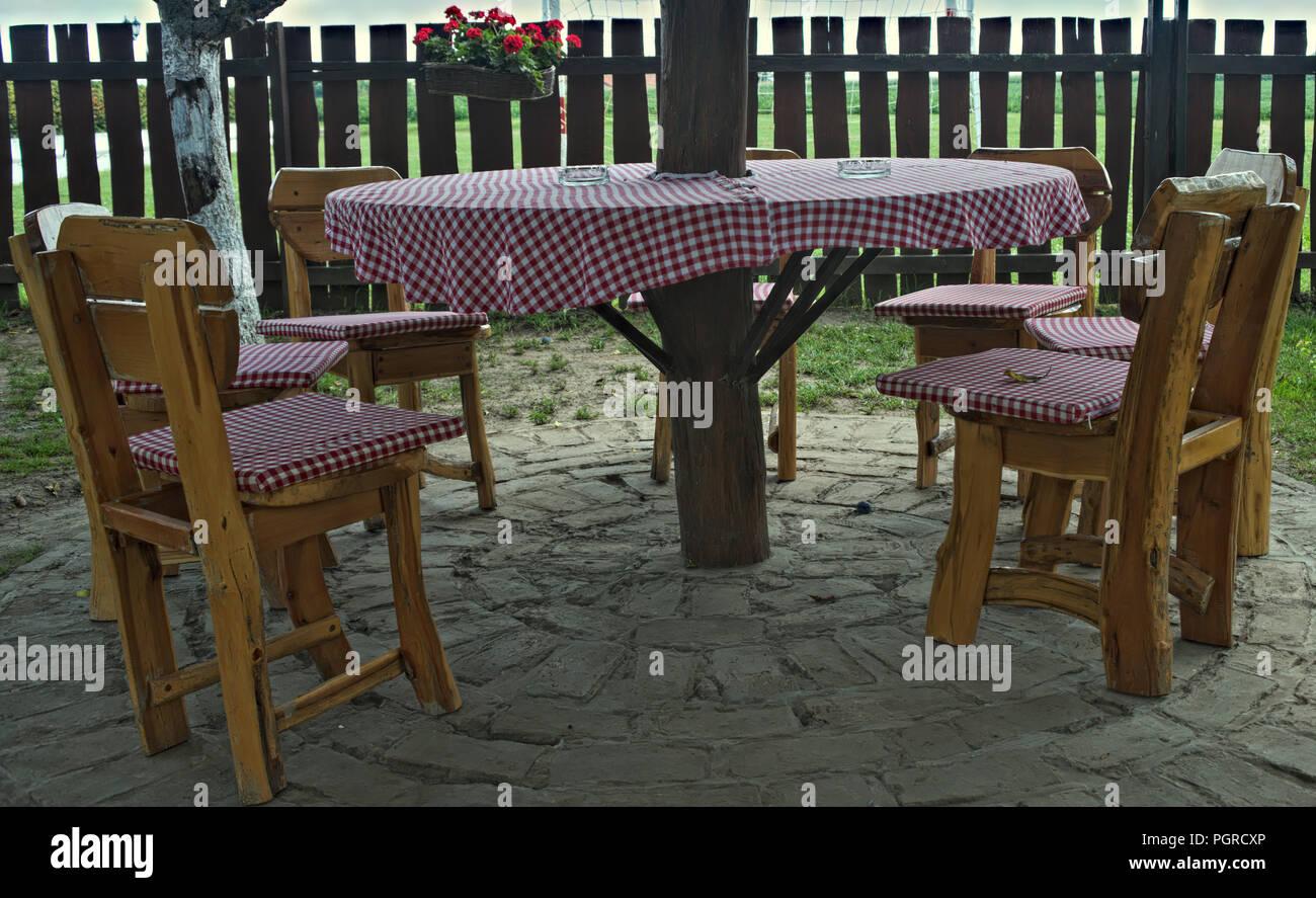 Tavoli E Sedie Vintage.Vintage Progettato Tavoli E Sedie In Legno Nella Parte Anteriore Del