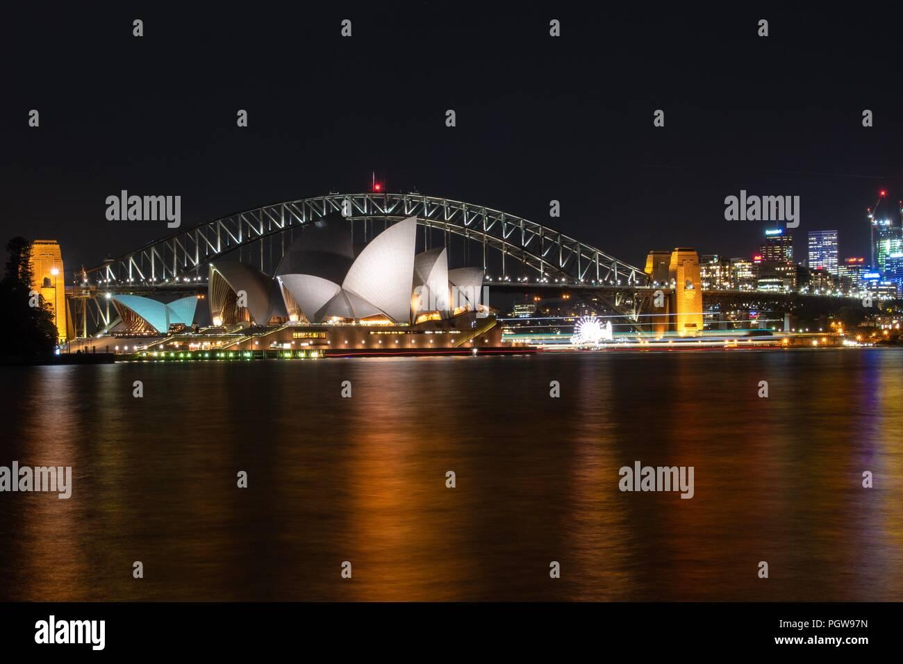 Harbour Bridge un Opera House di notte, Sydney NSW Australia Immagini Stock